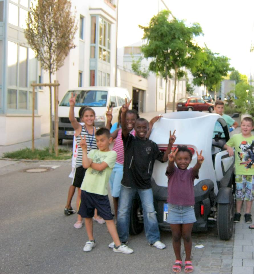 Children LOVE the Twizy electric Car :)