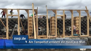 Earthship Schloss Tempelhof early stages vlcsnap-2016-03-24-21h24m02s617