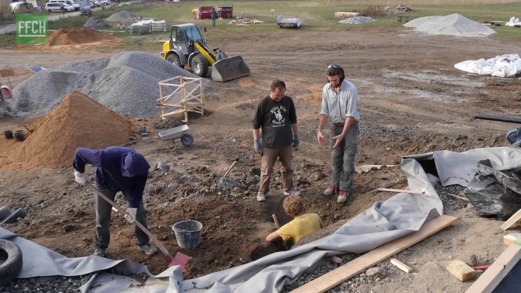 Filming for Change Earthship Tempelhof Early Stages vlcsnap-2016-03-24-20h09m26s845