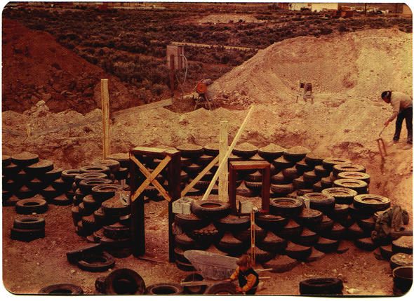 Spinach House Taos New Mexico (1979) Michael Reynolds architect Constructing the tire walls Michael Reynolds