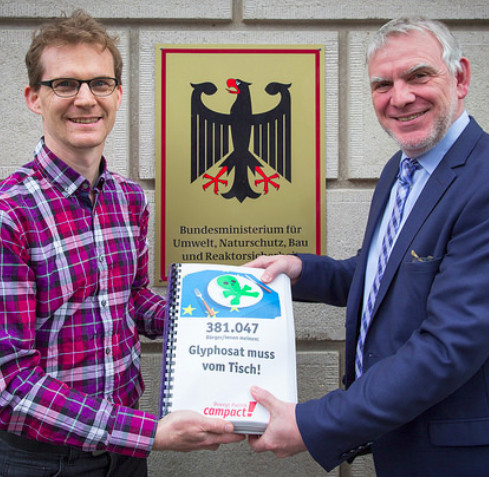 Compact Unterschriften gegen Glyphosat überreicht