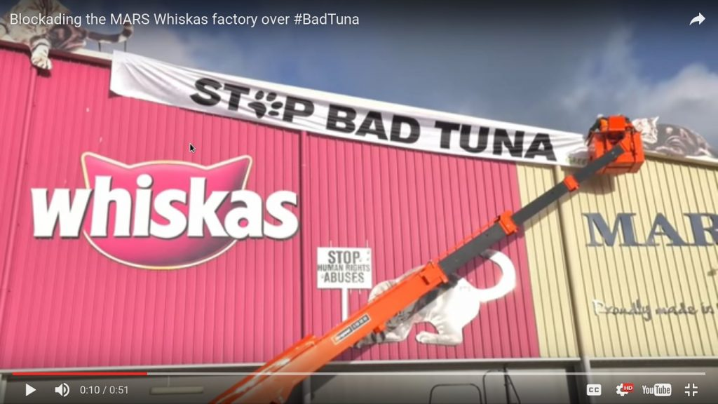 Greenpeace Blockading the MARS Whiskas factory over BadTuna 19.5.2016_4