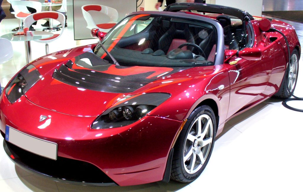 https://upload.wikimedia.org/wikipedia/commons/e/e1/Tesla_Roadster_AMI.JPG